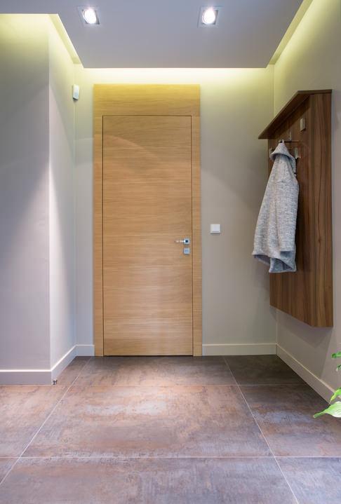 Porta blindata rifinita con pannello in legno