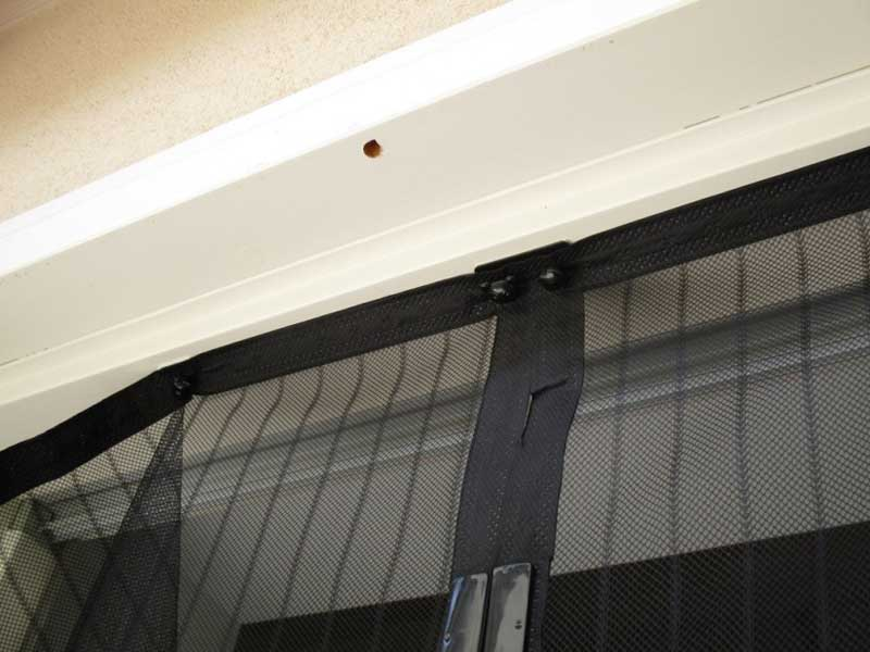 Zanzariere magnetiche - Tende attaccate alle finestre ...