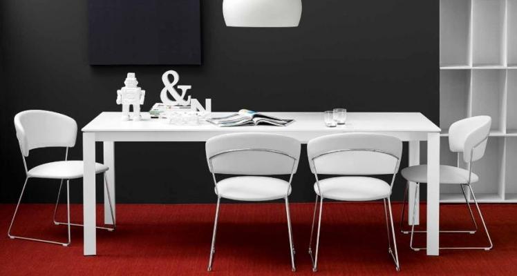 Posti a tavola con la sedia da cucina Atlantis di Connubia by Calligaris