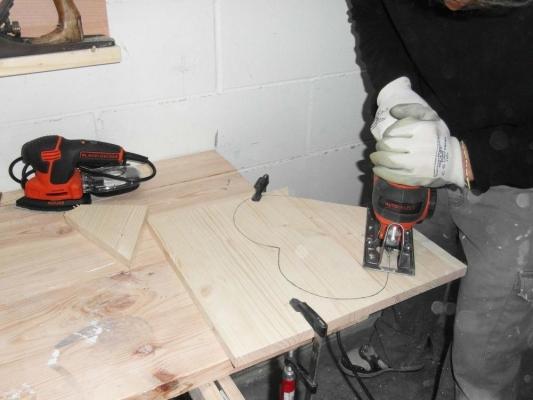Creazione forma del cuore in legno