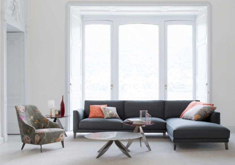 Come disporre il divano for Divano davanti porta finestra