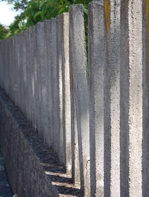 Recinzione in cemento danneggiata