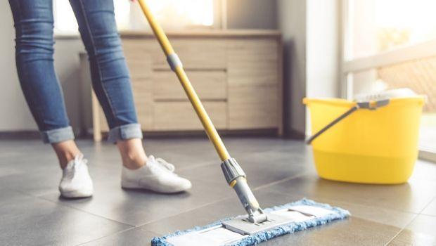 Come Lavare Il Pavimento.Pavimento In Ceramica Come Effettuare Una Corretta Pulizia