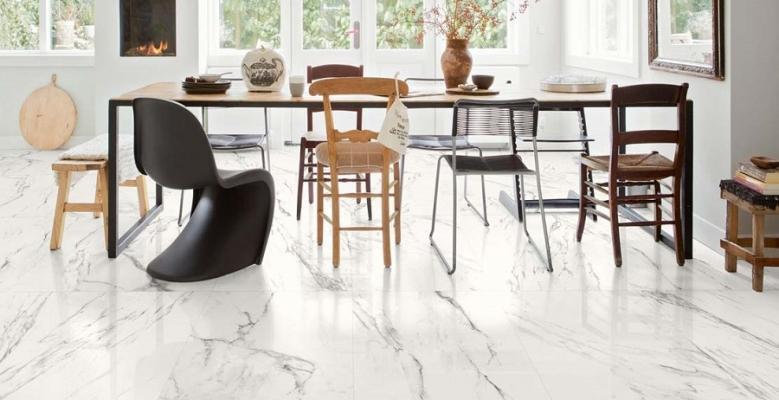 Il pavimento elegante con il gres effetto marmo di Marazzi