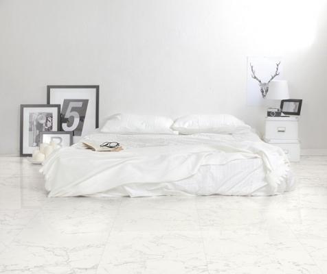 L'effetto marmo anche in camera da letto con il gres porcellanato di Marazzi