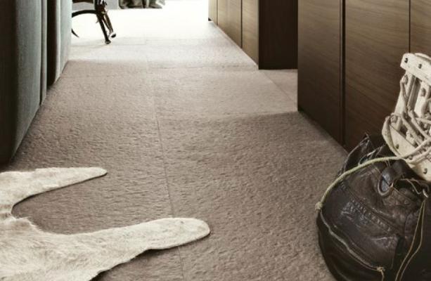 Pavimento in gres effetto pietra con la proposta Marmi e Pietre di Cotto D'Este