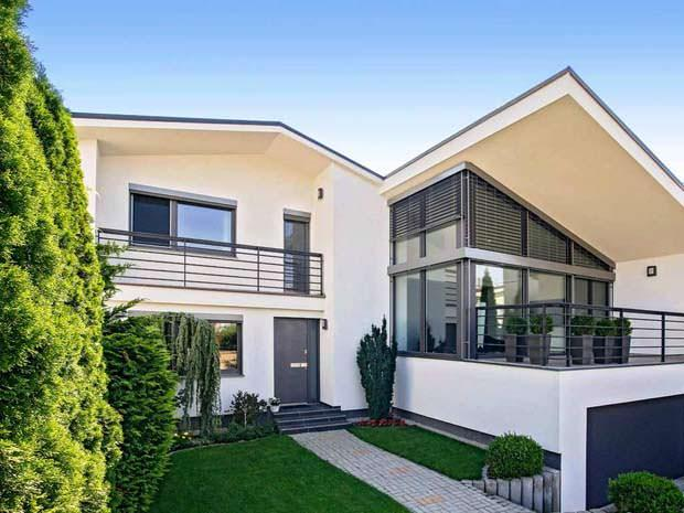 Abitazione con portoncino serie Home Pure di Internorm