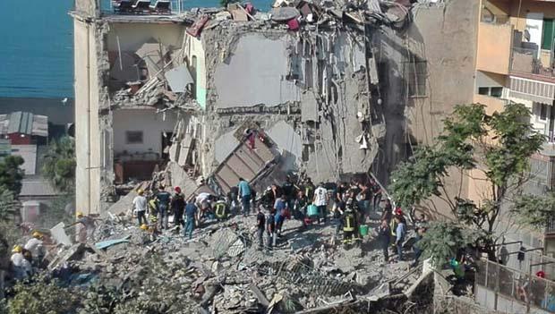 Palazzina crollata a Torre Annunziata