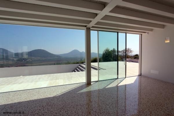 Cetos design: vetrate fisse e scorrevoli Sealine tutto vetro