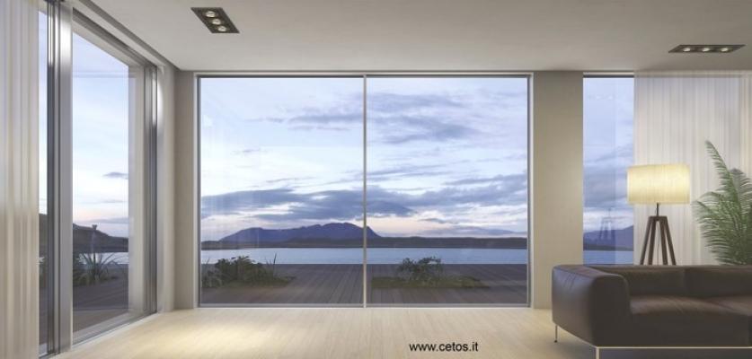 Cetos serramenti scorrevoli total glass: scenografico squarcio sul panorama