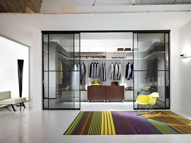 Camera con cabina armadio di Arredi e Mobili