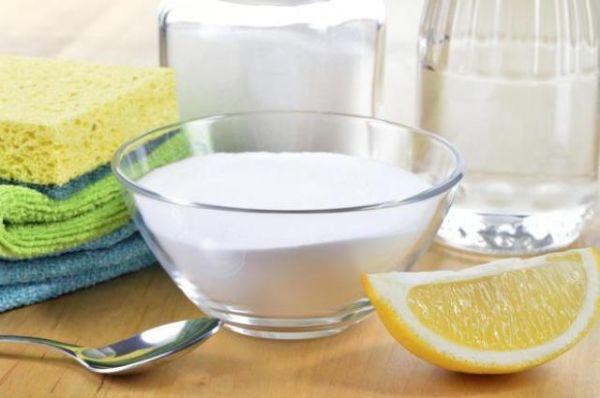 Pulire il wc con aceto bicarbonato sale e limone
