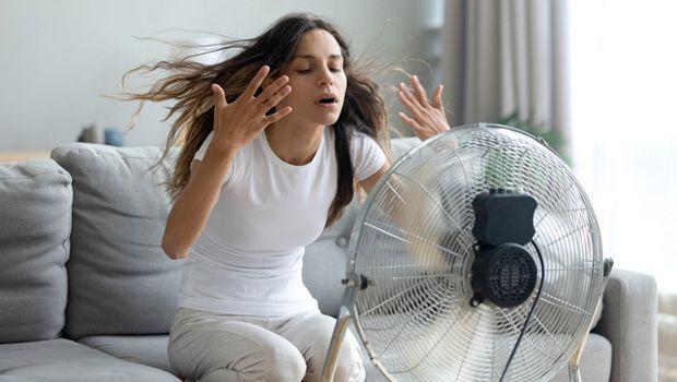 Ventilatore con nebulizzatore per raffrescare l'esterno con il metodo evaporativo