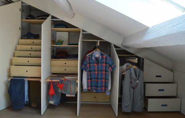 Organizzare gli armadi in una cameretta in mansarda - Okapì