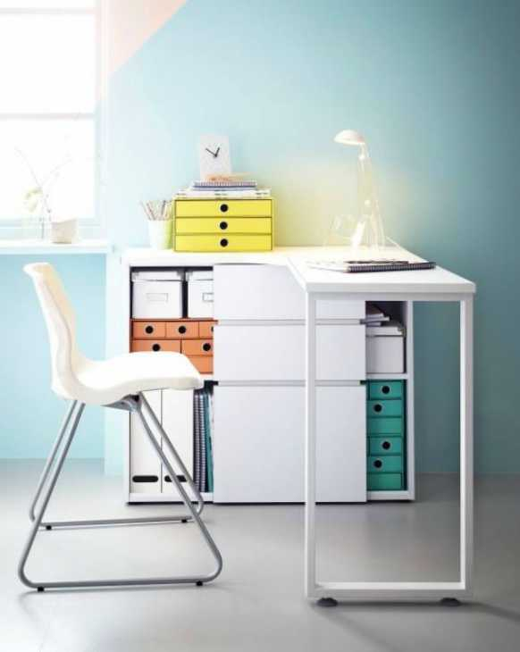 Scrivania con luce laterale - soluzione ideale per la cameretta - Ikea