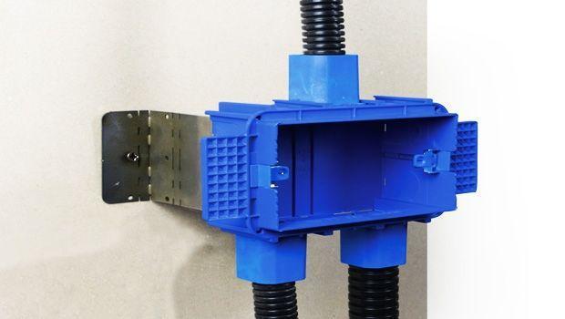 Come installare una scatola da incasso rivobox in una for Termosifone elettrico a parete