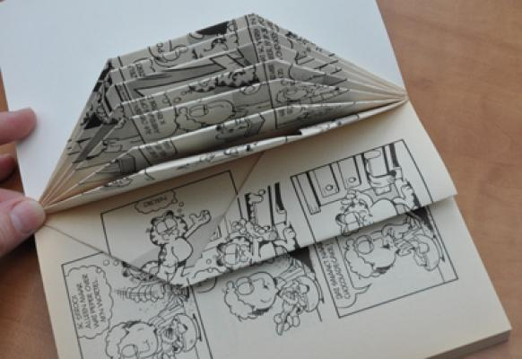 Come piegare la carta dei fumetti per realizzare porcospino di Dreamstuff-design.blogspot.it