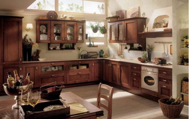 Nel classico castagno scuro la cucina componibile Certosa di Febal