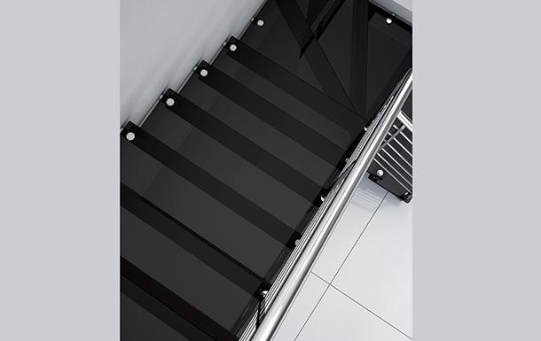 Dettaglio scala vetro-acciaio Mobirolo