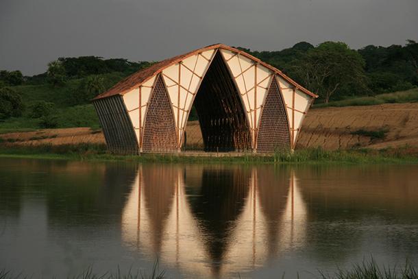 Iglesia sin religion: costruzione bamboo, vista esterno