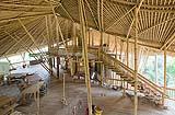 Scuola nella giungla in bamboo