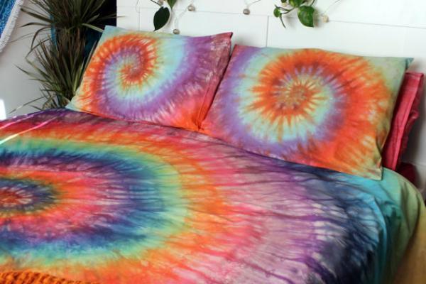 Copripiumino e cuscini tie and dye di DrowForToffee