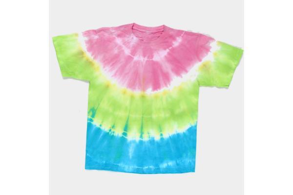 Tlshirt colorata con tie dye di Ilovetocreate