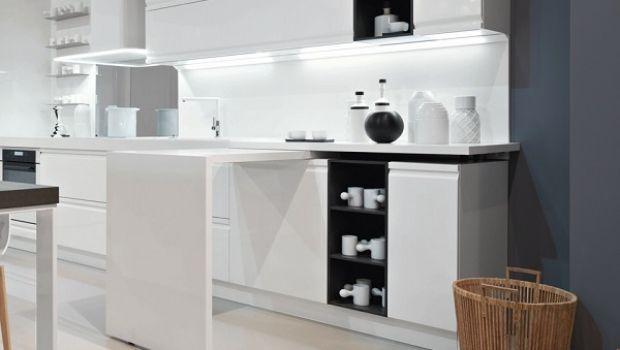 Ottimizzare gli spazi con una penisola estraibile in cucina