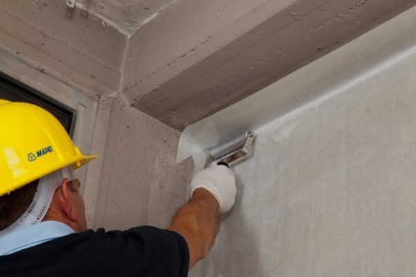 Consolidare creando un collegamento parete-solaio con Mapewrap