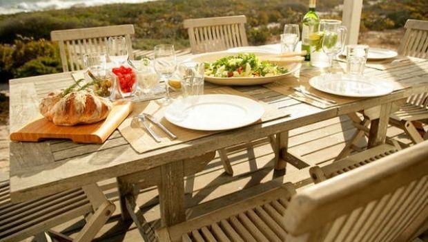 Idee e consigli per scegliere il tavolo da giardino