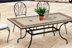 Tavolo da giardino in ferro battuto e maioliche di Pratiko con sedie