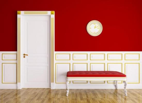 Colore d'accento rosso su unica parete