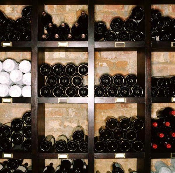 Corretta conservazione delle bottiglie di vino in cantina