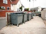 Cassonetti rifiuti e abitazioni