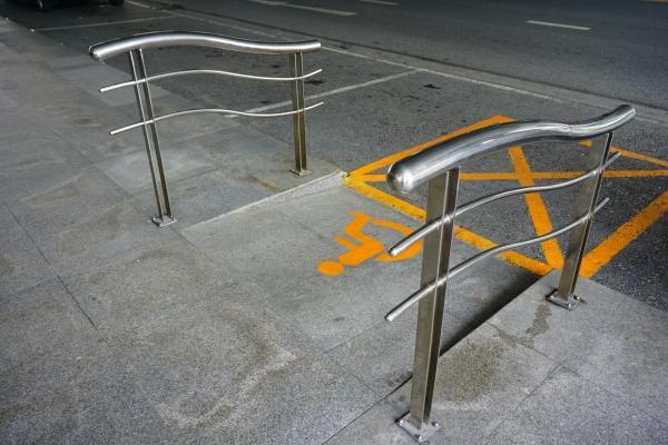 Eliminazione barriere architettoniche: rampa per diversamente abili