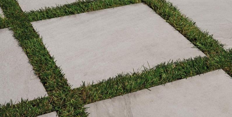 Ceramica Rondine posa a secco su erba