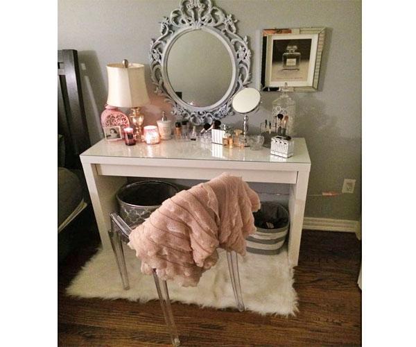 Organizzare un mobile trucco in casa for Specchio antico piccolo