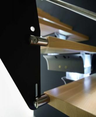 Dettaglio scala in legno e alluminio Prima di Rintal