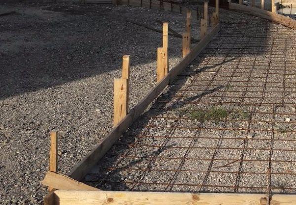Vialetto in calcestruzzo fai da te for Costo dei materiali per costruire una casa