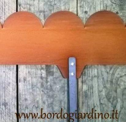 Bordure a cerchio in Corten con picchetti di ancoraggio, by Bordogiardino