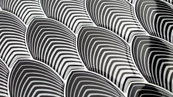 Black & White di Gemanco design: mosaici tridimensionali di resina in stile op-art