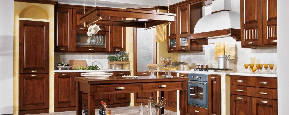 Malaga: modello di cucina classica proposto da Stosa