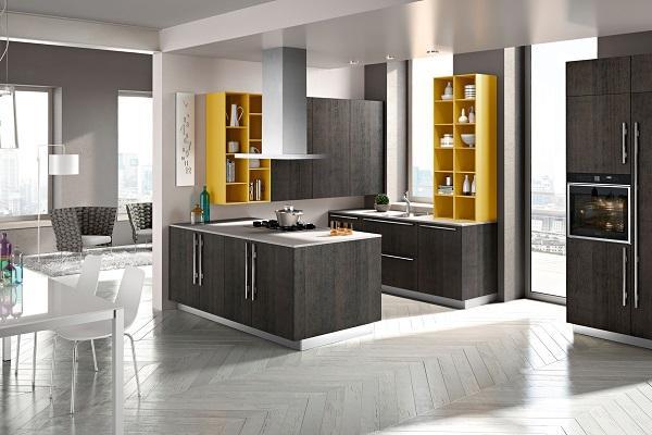Cucina contemporanea Code di Snaidero con dettagli in giallo