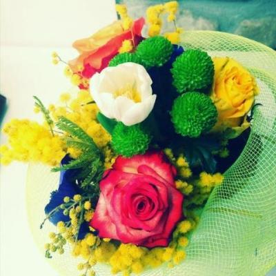 Bouquet di mimose e altri fiori