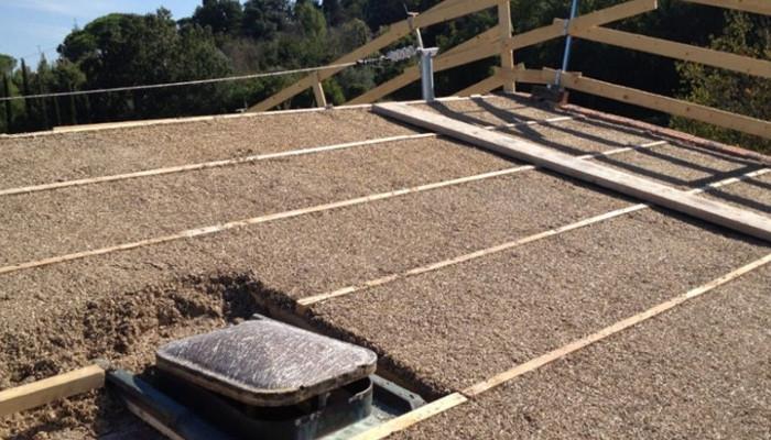 Isolamento tetto con truciolare di canapa
