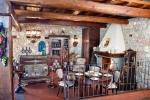Taverna con travi e balaustra, realizzazione Maggi