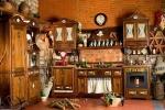 Cucina in legno per tavernetta firmata Maggi
