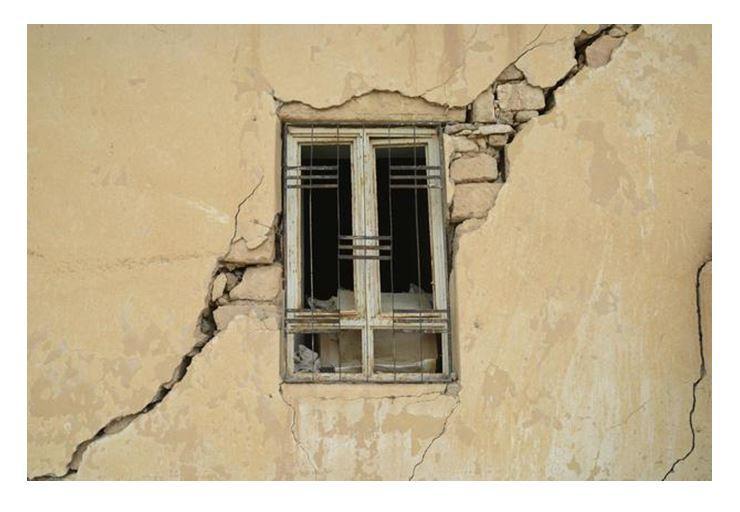 Fessurazione esterna su finestra in diagonale