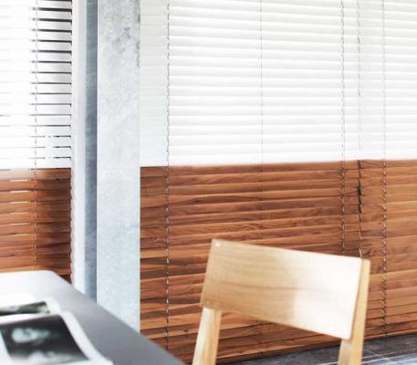 Veneziane in legno massiccio veneziane in legno massiccio for Tende per finestre da interno