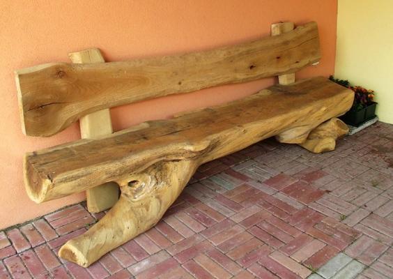 Falegnameria Melotti: panca da tronco d'albero